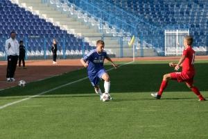 Mitic avança pelo lado direito (foto: Lucian Sandu - Editie.ro)