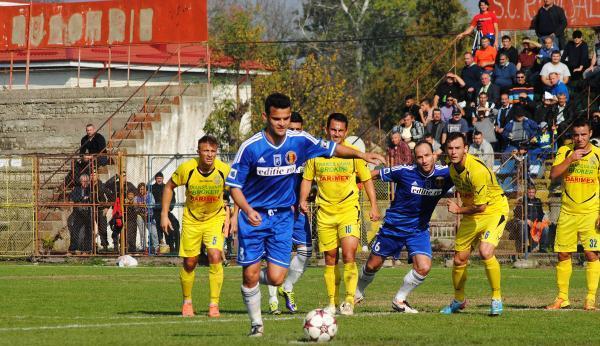 Saceanu corre para marcar o gol da vitória (Foto: Gazeta de Sud)