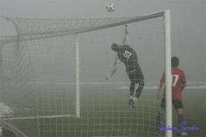 O goleiro Popescu impediu uma goleada