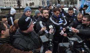 """Dragos Bon (ao lado de Ciuca): """"Não dá pra jogar contra o Olt pra perder de 4 ou 5"""" (Foto: Prosport)"""