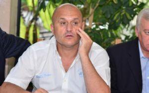 Mititelu retira o time do campeonato, mas não deixa o clube (foto: Realitatea)