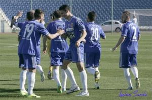 Balan recebe os parabéns de Mirzeanu pelo gol