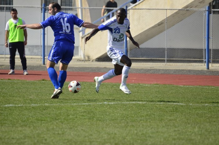 N'Kongue passa por Stoica: Camaronês deu show em Vâlcea (foto: site oficial CSM Rm. Vâlcea)