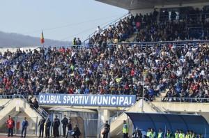 Cerca de 4 mil pessoas estiveram no jogo (foto: site oficial CSM Rm. Vâlcea)