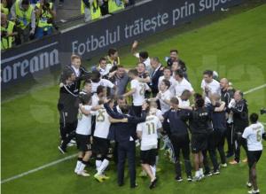 Astra comemora título sobre o Steaua após ter sido vice dos stelisti na Liga I. (Foto: Alex Nicodim/GSP.ro)