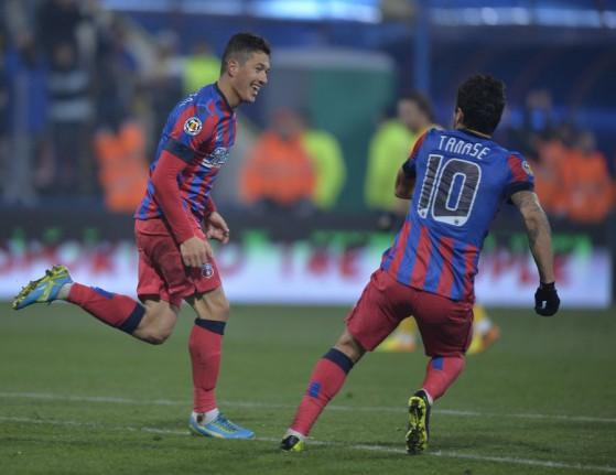 Prepelita e Tanase comemoram o gol do 25º título do Steaua (foto: GSP.ro)