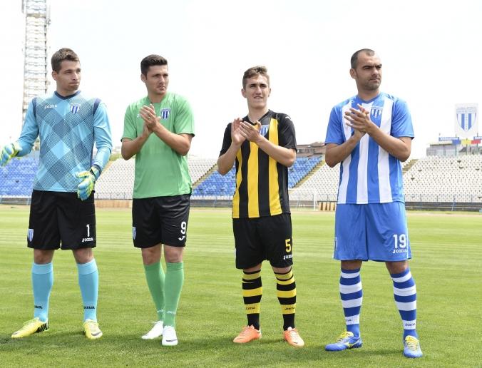 Brac, Curelea, Vatajelu e Plesan apresentam os uniformes da Joma (foto: CSUC)