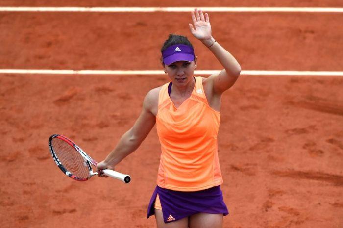 Simona Halep comemora a vitória na 2ª fase contra a britânica Heather Watson: A romena vai se tornando um ícone do esporte nacional (foto: Dominique Faget/AFP)