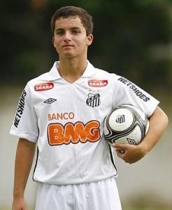 Chera, eterna promessa do Santos, chega badalado ao CSU (foto: globoesporte.com)