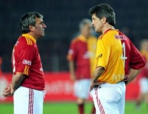 """Os cunhados, """"Gicas"""" Hagi e Popescu em jogo comemorativo do Galatasaray: Os que mais jogaram em Copa pela Nationala (foto: ajannspor.com)"""
