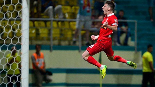 Valentin Lazar comemora o gol da virada do Dinamo sobre o Concordia Chiajna (foto: Mediafax)