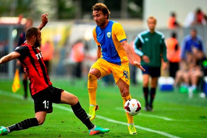 O meia português Filipe Teixeira deu uma assistência e marcou um gol no jogo de volta (foto: fcpetrolul.ro)
