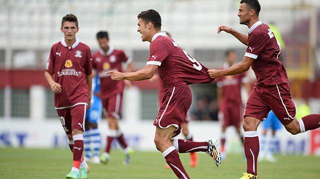 Ciolacu comemora o gol da classificação sobre o CS U Craiova (foto: Mediafax)