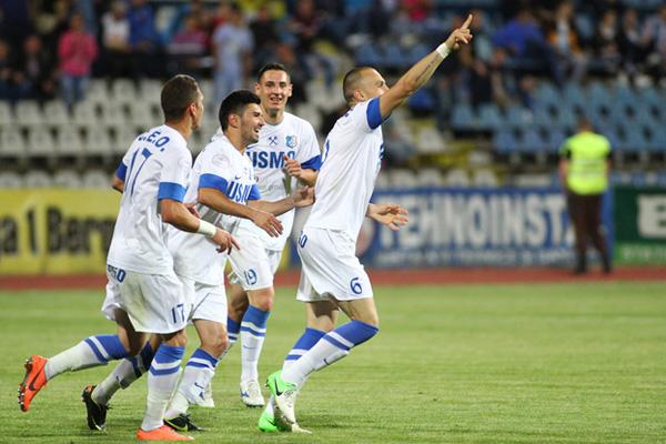 O Pandurii não deverá repetir as boas atuações de 2012-13 e 2013-14, mas está cotada como uma equipe que brigará pelo menos no meio da tabela (foto: Fanatik.ro)