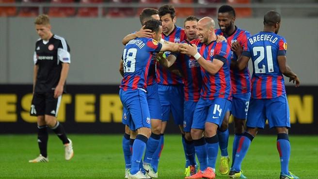 Festa particular: De portões fechados em Bucareste, Steaua deu show contra o Aalborg (foto: AFP/Getty Images)