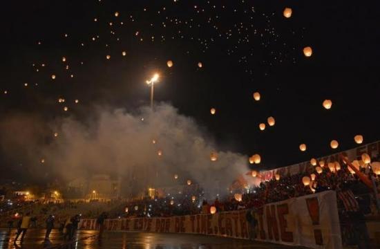 Balões luminosos são lançados ao céu em homenagem póstuma a Catalin Hîldan (foto: Gazeta Sporturilor)