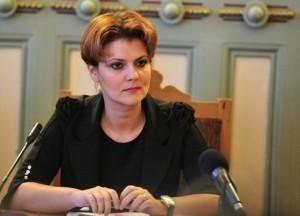 A Prefeita Lia Olguta Vasilescu (Partido Social-Democrata) já adiou a demolição do Estádio Ion Oblemenco em três ocasiões