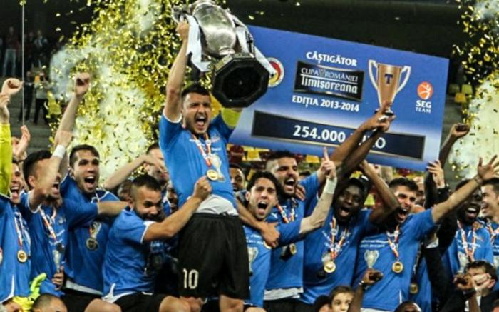 Budescu teve a honra de levantar o primeiro troféu importante da história do Astra