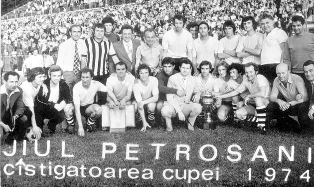 O Jiul Petrosani foi campeão da Copa da Romênia em 1973-74