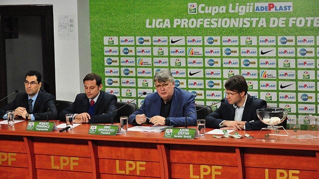 """Sorteio na sede da LPF definiu os confrontos da """"Copa de 1 milhão de Euros"""" (Foto: lpf.ro)"""