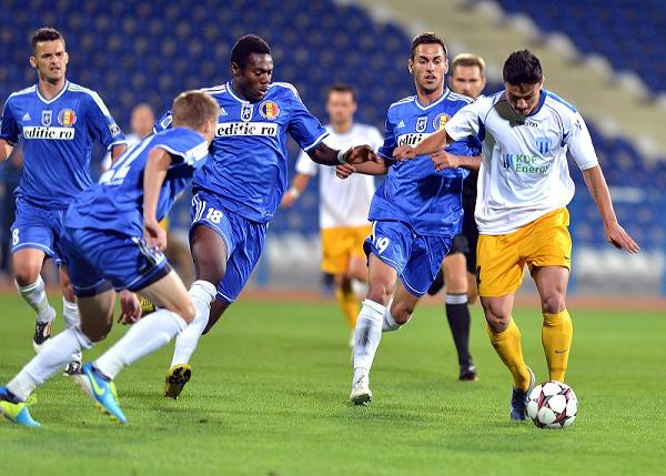 FC Universitatea Craiova (azul), ganha uma batalha importante fora dos campos, pelo reconhecimento oficial (foto: arquivo Laurentiu Mich/Mediafax)