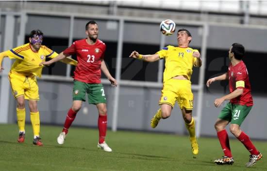 Rusescu e Keseru não conseguiram passar pela defesa búlgara (foto: Gazeta Sporturilor)