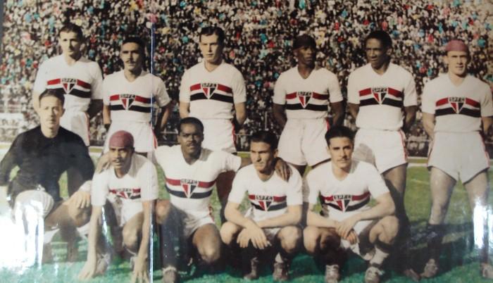 Zaclis, o primeiro de pé na esquerda: Ele fez parte do time que fez