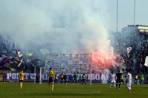 Mais de 6000 torcedores compareceram ao Dan Paltiniseanu (foto: Facebook Poli Timisoara)