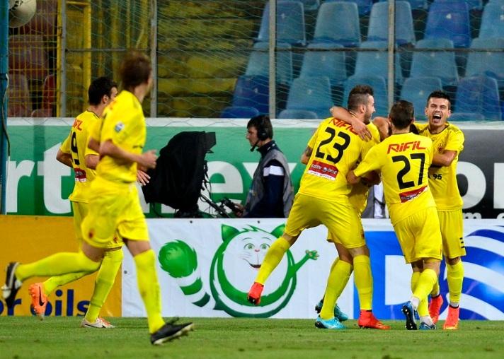 Ceahlaul comemora gol de Achim na vitória da equipe sobre o Steaua, em 22 de agosto: Desde então, só mais um jogo ganho (foto: Bogdan Iordache/Mediafax)