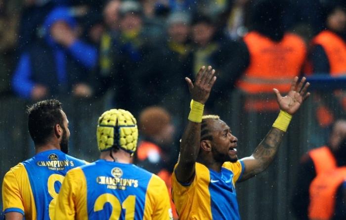 Tchité comemora o primeiro gol do jogo: o Burundinês vestiu a 10 deixada por Mutu no fim do ano passado (foto: ProSport