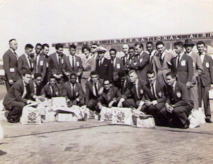 Delegação em Nova Iorque, antes de embarcar rumo à Europa (foto: Elário [artilheiro do time na excursão]/arquivo pessoal)