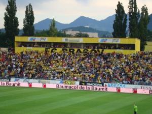 "O modesto Estádio Tineretului (da juventude), também chamado de ""Silviu Ploesteanu: a casa do Brasov"