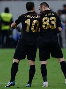 Voiculet e Zicu comemoram o gol da vitória (foto: GSP)