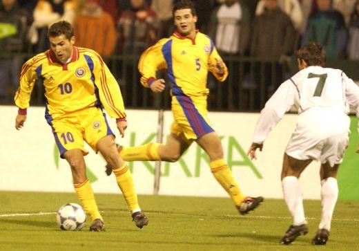 Mutu e Chivu na Romênia de Hagi contra a Eslovênia, em 2001: o primeiro aviso a uma geração de qualidade, mas que nunca vingaria como a Generatia de Aur a nível de seleção