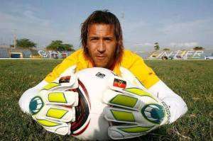 Carlos Fernandes disputou duas Copas das Nações Africanas por Angola