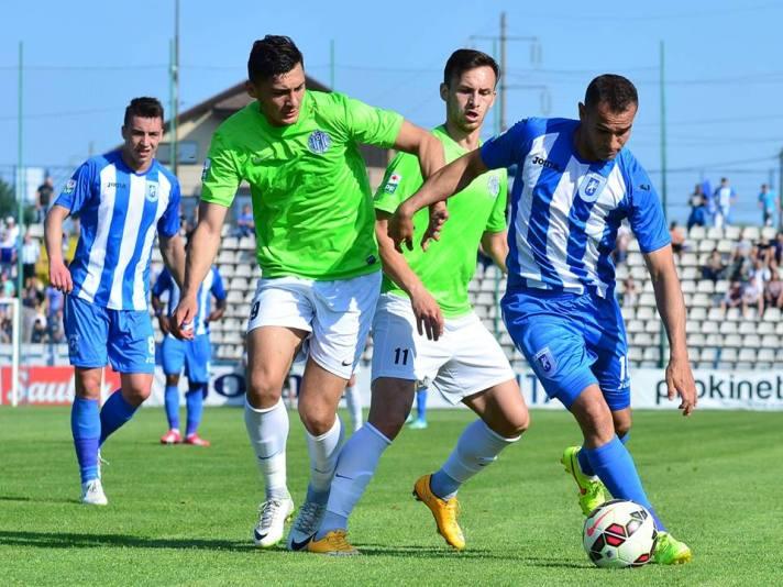 Defesa bem armada por Napoli impediu o sucesso do CSU (foto: csuc.ro)