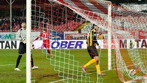 Bola na rede do Ceahlaul: uma cena vista 51 vezes até agora (foto: LPF.ro)