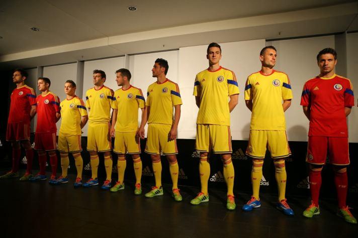 O último uniforme romeno da Adidas, lançado no ano passado