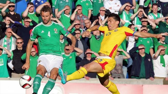 Com o desfalque de Sânmartean, Keseru ficou sem ter como receber a bola em condições de finalizar (foto: AFP/Getty Images)