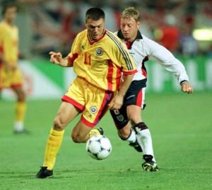 O atacante Adrian Ilie, na Copa de 1998: Romênia pode voltar a um mundial 20 anos depois de se classificar também como cabeça-de-chave nas eliminatórias (foto: Marian Ilie/Mediafax)