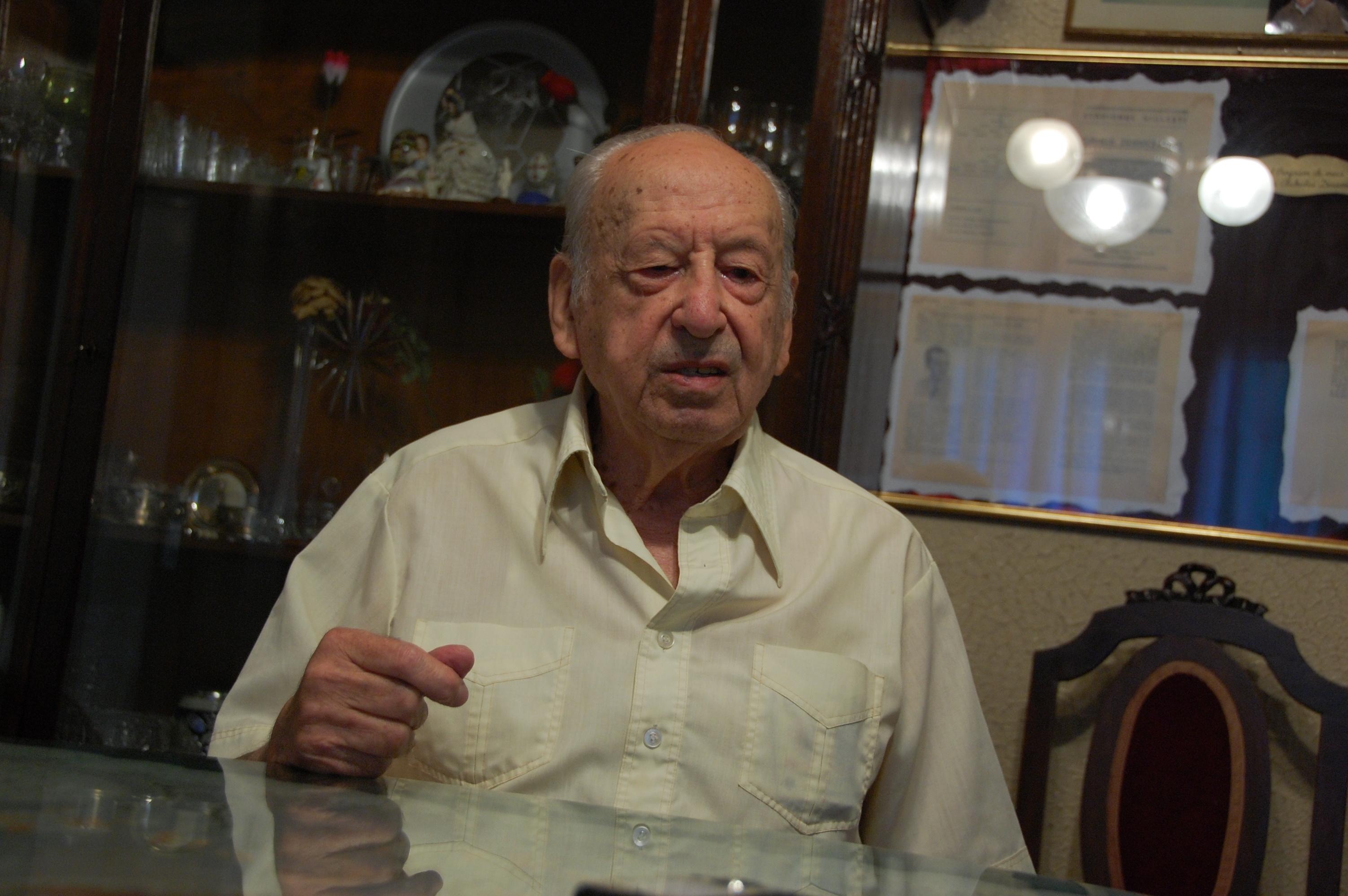 """O """"craiovano"""" Angelo Niculescu morre aos 93 anos e deixa um legado  inigualável ao futebol romeno b5aece8f6b4be"""