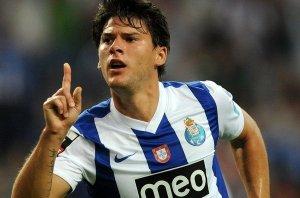 FC-Porto-s-Cristian-Sapunaru-f_54345464692_54115221154_600_396