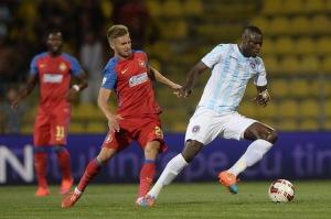 N'Doye (dir.) não perde para o Steaua há sete anos (foto: ProSport)