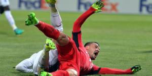 Budescu pede pênalti no primeiro tempo