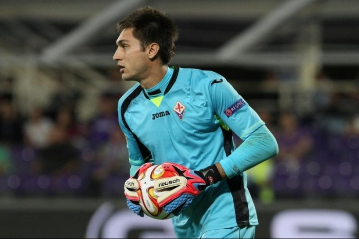 Tatarusanu alterna grandes defesas com lambanças na Fiorentina
